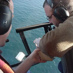 Deployment of drift blocks from a helicopter to estimate acute seabird mortality in marine oil spills
